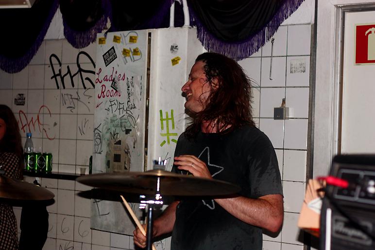 Steve McDonald, OFF!, pic by Mikala Taylor/backstagerider.com