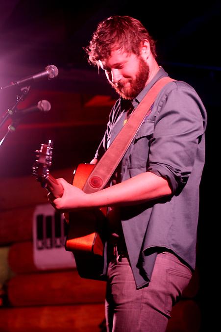 Dan Mangan, pic by Mikala Taylor/backstagerider.com