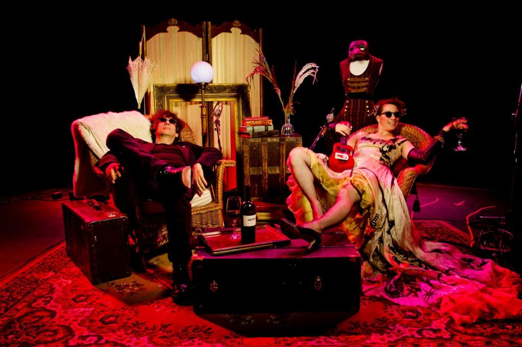 Neil Gaiman & Amanda Palmer, pic by Wayne Höecherl for backstagerider.com