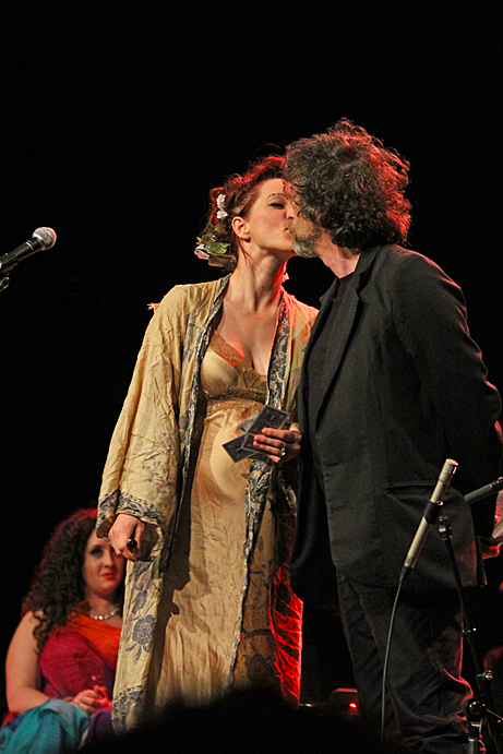 Amanda Palmer and Neil Gaiman, photo by Mikala Folb
