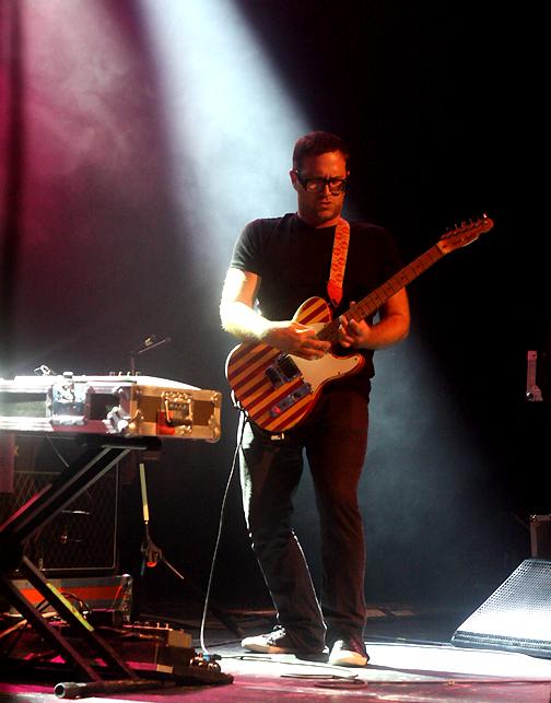 Dave Sitek, TVOTR, pic by Mikala Taylor/backstagerider.com