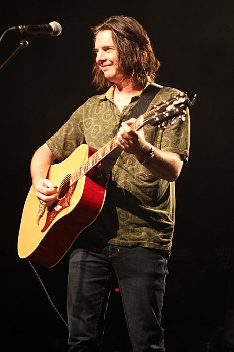 Neil Osborne, 54-40, pic by Mikala Taylor/backstagerider.com